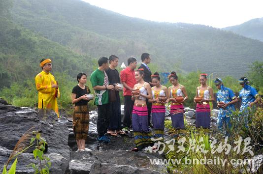 澜沧江畔取来圣洁之水。