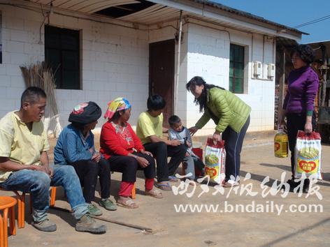州政务服务管理局党员领导班子成员看望慰问贫困户