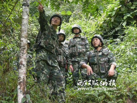 党员突击队在边境一线进行设伏堵卡 (何可丁摄)