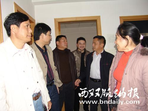 2008年3月,刀福祥社长带领职工到玉溪日报考察参观