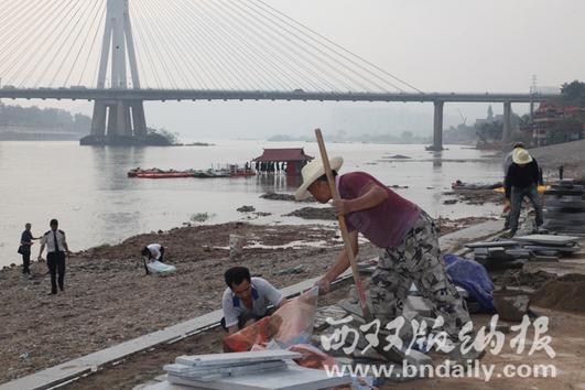沿江步行道施工现场    (陈瑾 摄)