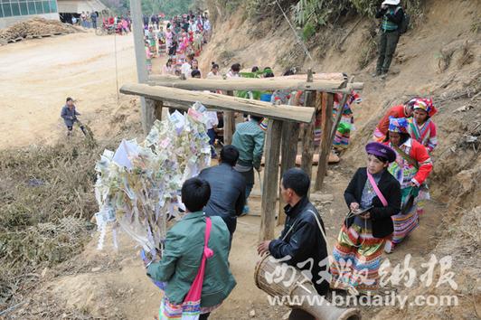 贺开拉祜群众新年祭神