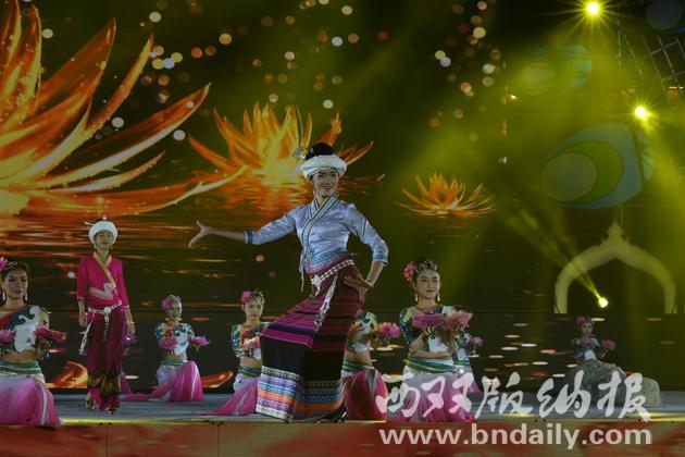 傣族舞蹈《江韵灯影》
