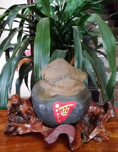 石名:一坛老酒收藏者:杨明春