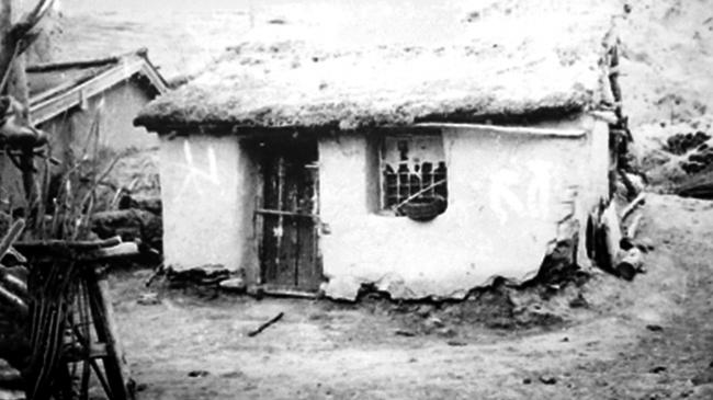 林场创业者当年住过的土坯房。(资料图)